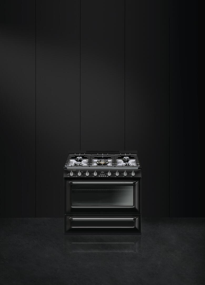 Smeg Tru36ggbl 36 Inch Victoria Series Glossy Black Gas Freestanding Range With Sealed Burner