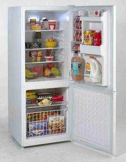 Avanti FFBM920W Bottom Freezer Refrigerator with 9.2 cu. ft ...